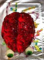 Essen für die Party- ein Gehirn aus rotem Wackelpudding
